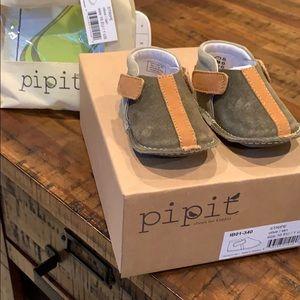 NIB Pipit baby shoes